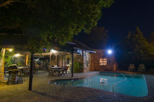Braai Facilities next to Pool and Lapa