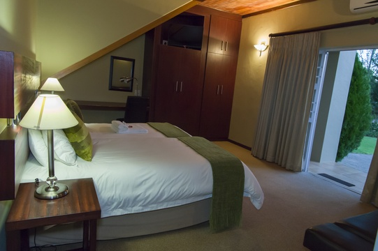 Room 12, Garden Access, Self Catering, Twin/King Bed