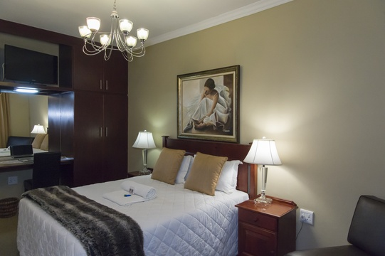 Room 5, Queen Bed and Corner Bath